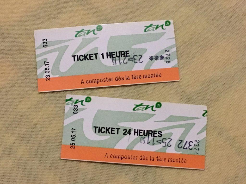 シングルチケット(上)と1日乗車券(下)